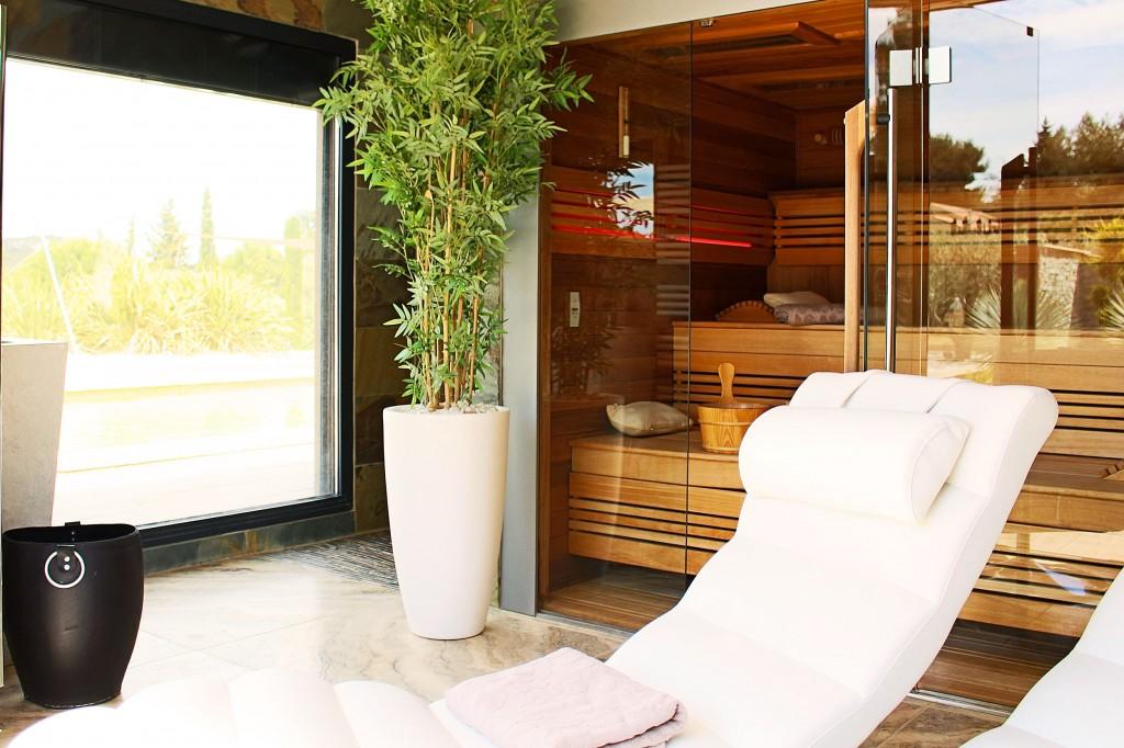 location du mas chambres d 39 h tes en provence le mas des cigales. Black Bedroom Furniture Sets. Home Design Ideas